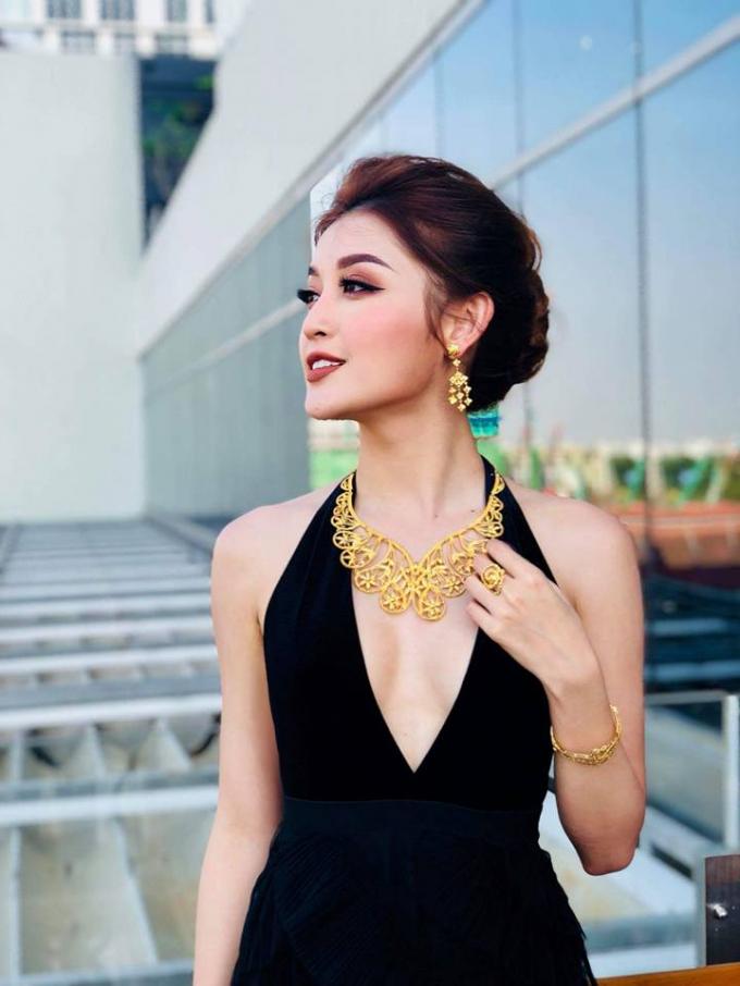 Huyền My được chào đón không thua kém Sao Hollywood tại Myanmar