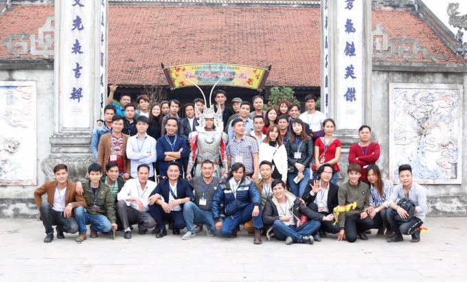Các thành viên tham gia chuyến tham quan Bát Tràng để cùng học hỏi, giao lưu, chia sẻ kinh nghiệm.