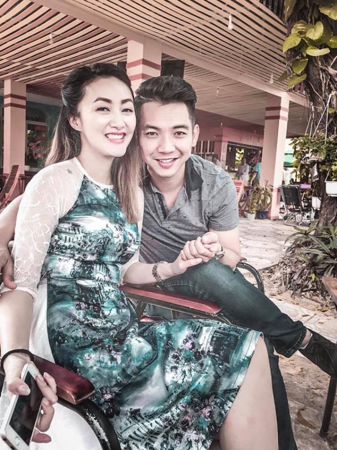 Mai Quốc Việt và vợ.