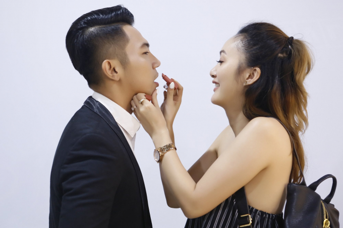 Mai Quốc Việt đã chứng minh cho gia đình vợ thấy tình yêu thật sự của họ vượt trên cả những định kiến lạc hậu ấy