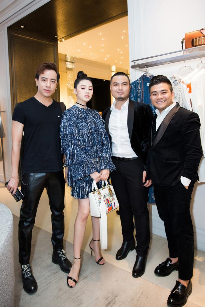 Diện set đồ 200 triệu, Jolie Nguyễn toả sáng khi dự sự kiện thời trang