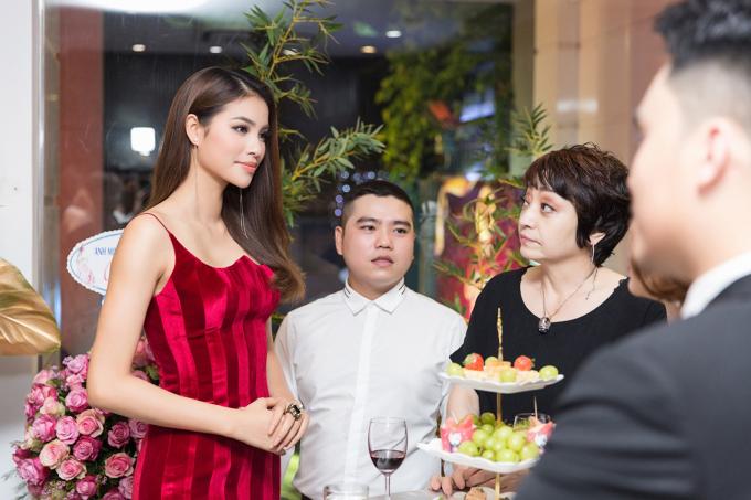Liên tục xuất hiện tại các sự kiện, Phạm Hương vẫn giữ được thần thái