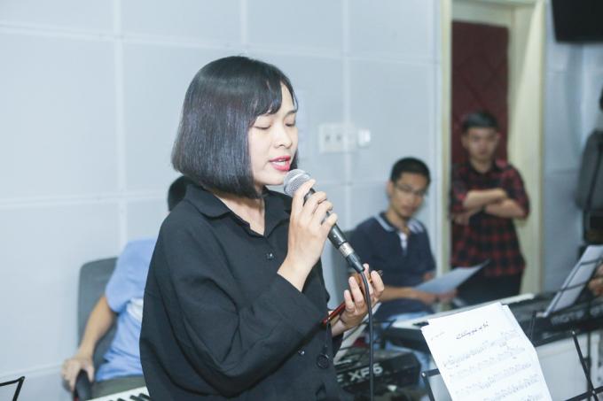 Khánh Ly.