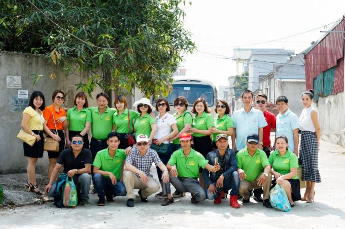 Nhà thiết kế thời trang quốc tế xinh đẹp Valentines Vân Nguyễn vừa bắt đầu Chiến dịch tặng quà cho các trẻ em mồ côi, khuyết tật và nghèo tại vùng núi cao nơi biên giới thuộc tỉnh Cao Bằng và Bắc Ninh.
