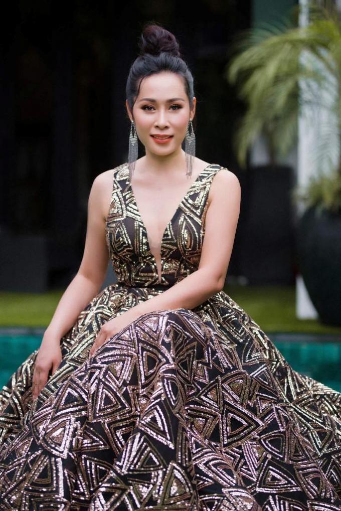 Mới đây nhất Hạnh Lê đã sang Pháp diễn trong tuần lễ thời trang quốc tế của Cory Trần tại Liên hoan phim Cannes.