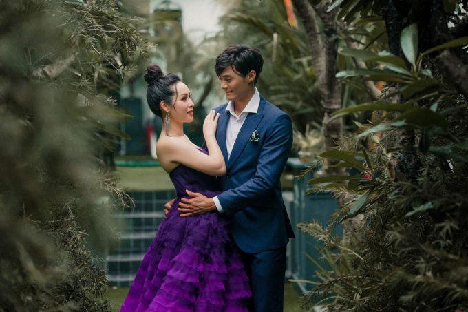 Buổi chụp ảnh diễn ra tại thành phố Hồ Chí Minh nhân dịp Lee Seung Hwan sang Việt Nam theo lời mời của nhà thiết kế Cory Trần.