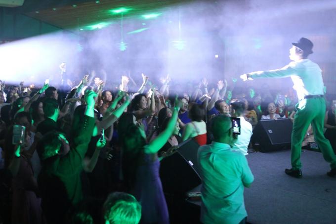 Lần thứ 2 đến Đan Mạch, danh ca Ngọc Sơn khiến ngàn khán giả náo loạn đến 2 giờ sáng