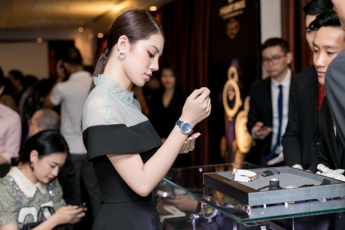 Xuất hiện thanh lịch tại sự kiện, Jolie Nguyễn vẫn nổi bật nhờ phụ kiện đắt tiền
