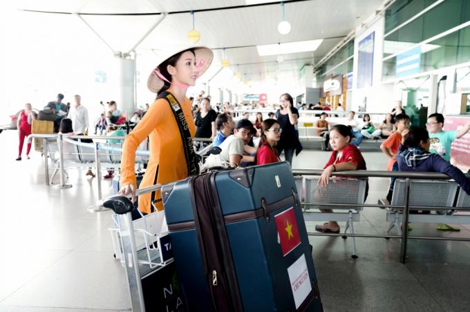 Chi Nguyễn không thông báo về ngày giờ lên đường với bạn bè và người thân thiết mà chỉ ra sân bay cùng ekip.