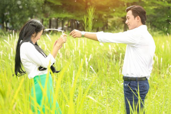 Cuối cùng Mai Tài Phến cũng đã có cơ hội cướp nụ hôn đầu đời của em gái mưa