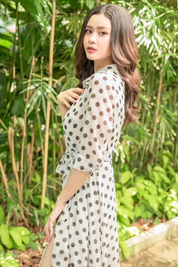 Trương Quỳnh Anh cũng hé lộ là đang ráo riết thực hiện và cho ra mắt dự án mới trong thời gian tới. Sau những sản phẩm ấn tượng, MV mới của Trương Quỳnh Anh hứa hẹn là bản hit mới của cô trong thời gian tới.
