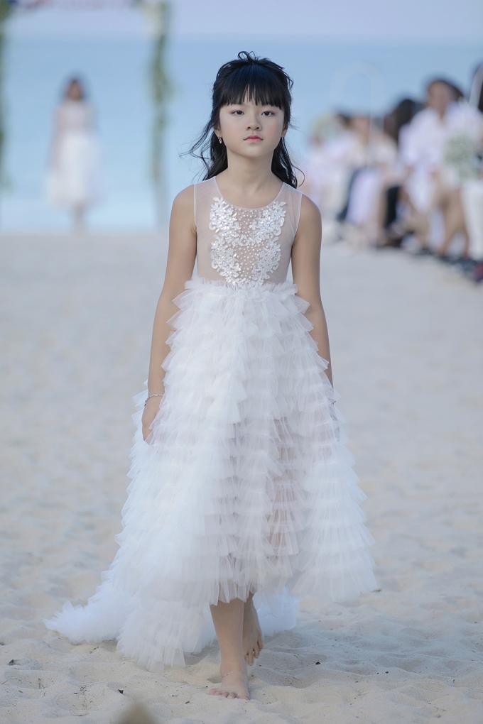 Bị chuẩn đoán cong cột sống, Xuân Lan vẫn dốc hết tâm huyết cho show thời trang nhí