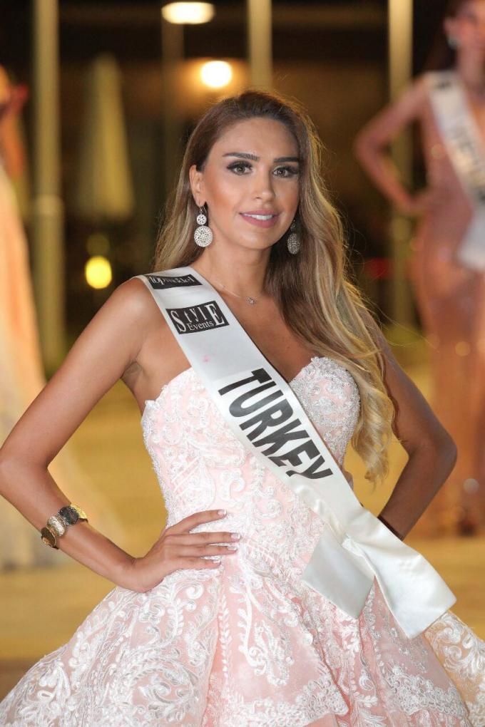 Người đẹp Thổ Nhĩ Kỳ giành danh hiệu Á hậu 1.