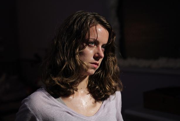 Alice Dwyer – Diễn viên trong vai Liv.