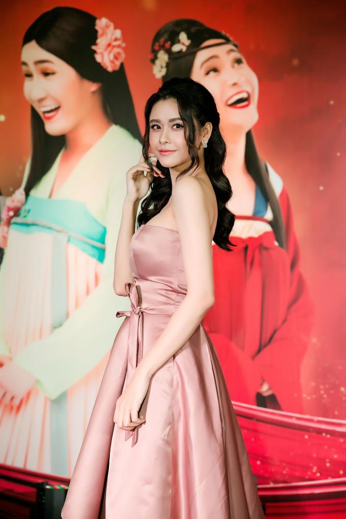 Trương Quỳnh Anh thanh lịch nhưng lại đầy quyến rũ trong váy David Wong