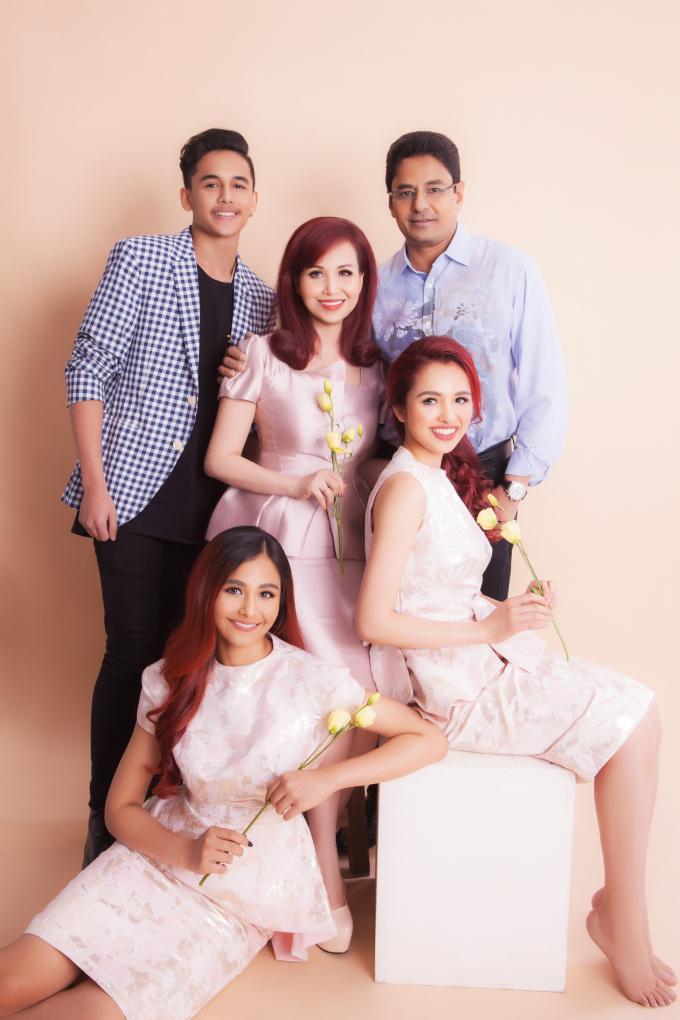 Gia đình hạnh phúc của Hoa hậu Diệu Hoa.