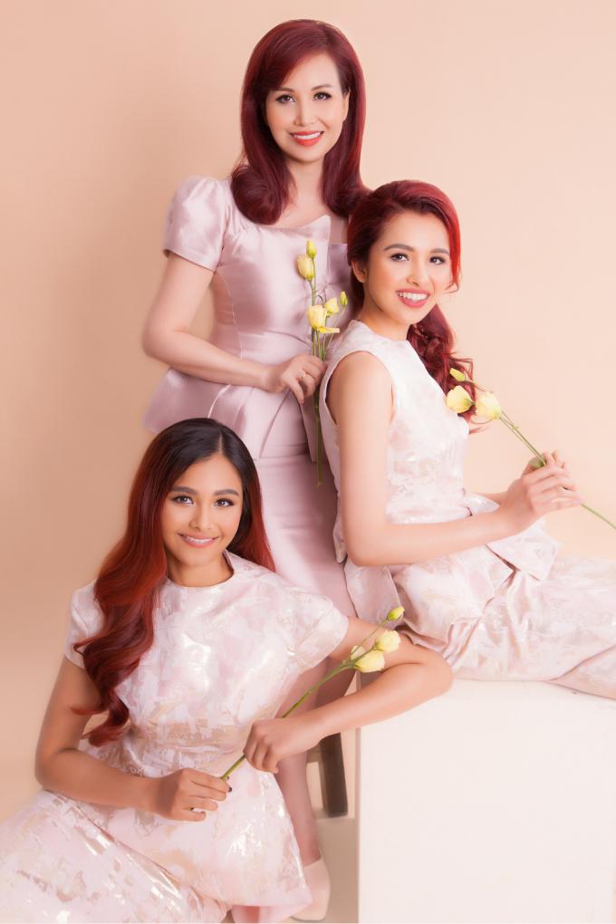 Hoa hậu Diệu Hoa bên 2 con gái.