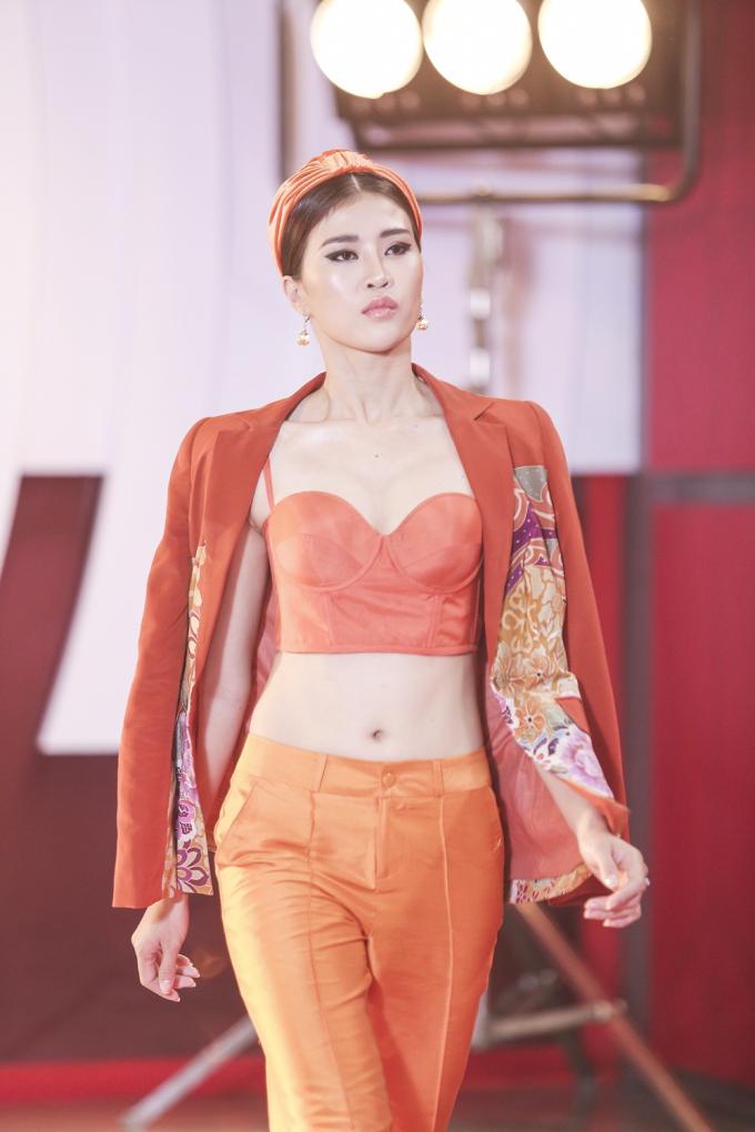 Siêu mẫu 2018: Loạt chân dài khoe
