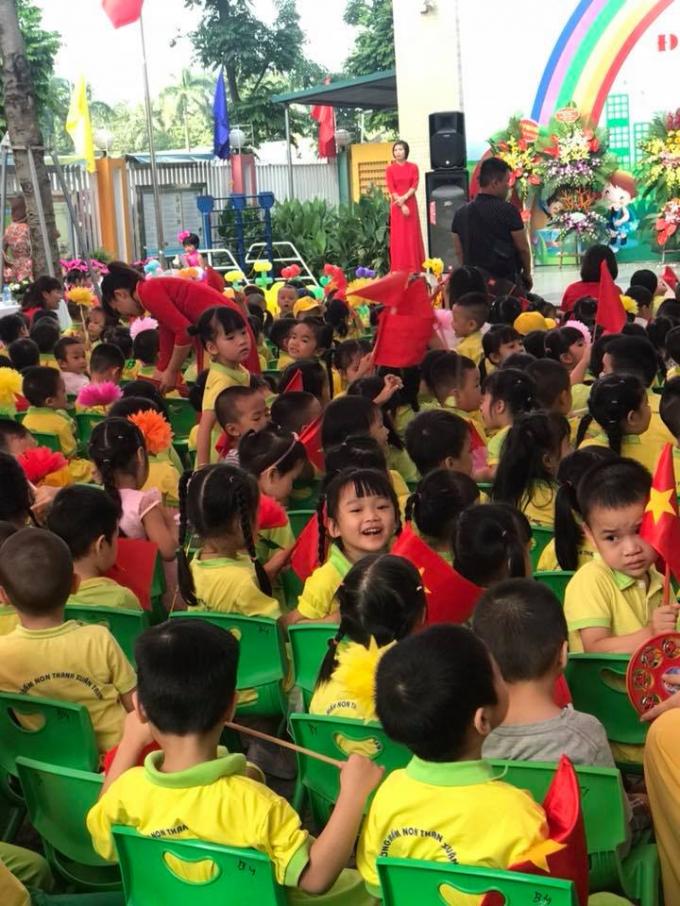 Nét hồn nhiên của các em bé trong Ngày hội đến trường ở trường Mầm non Thanh Xuân Trung (Hà Nội).