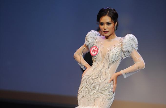 Dy Khả Hân ngất xỉu trong giây phút đăng quang Hoa hậu Việt Nam Thế giới 2018
