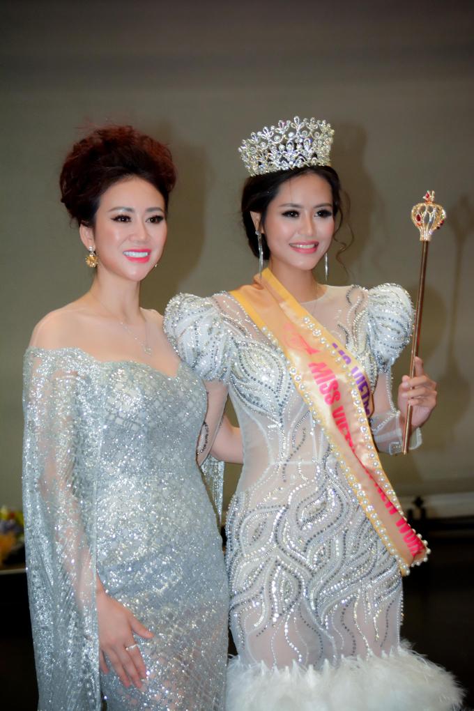 Dy Khả Hân đăng quang cuộc thi.