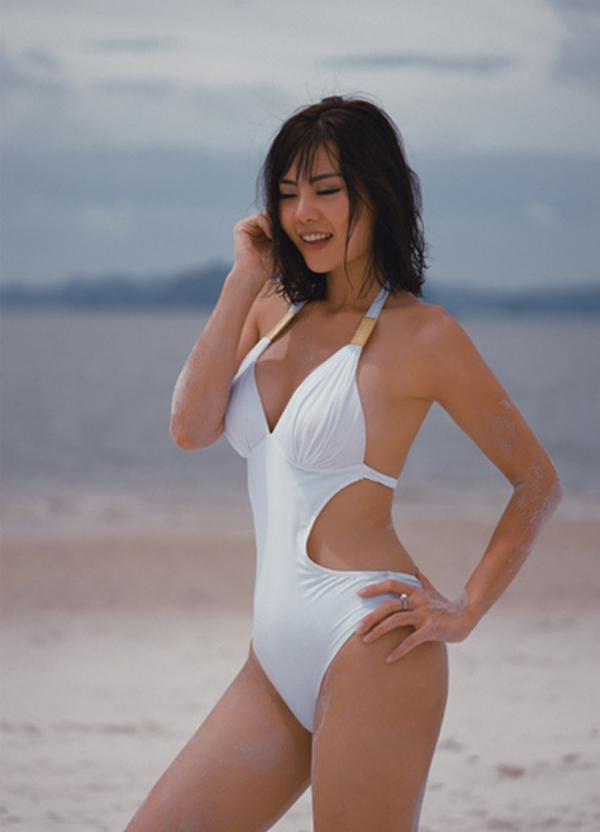 Thanh Hương từng đoạt á khôi cuộc thi Hoa khôi Hải Dương 2006. Cô kết hôn năm 2007 và đã có hai con. Hiện người đẹp công tác tại Nhà hát Kịch Hà Nội.