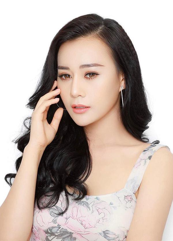 Phương Oanhsinh năm 1989 ở Hà Nam. Cô có vẻ đẹp dịu dàng với gương mặt trái xoan, đôi mắt to. Người đẹp thường được giao đóng những vai hiền lành, bị dòng đời xô đẩy. Trong