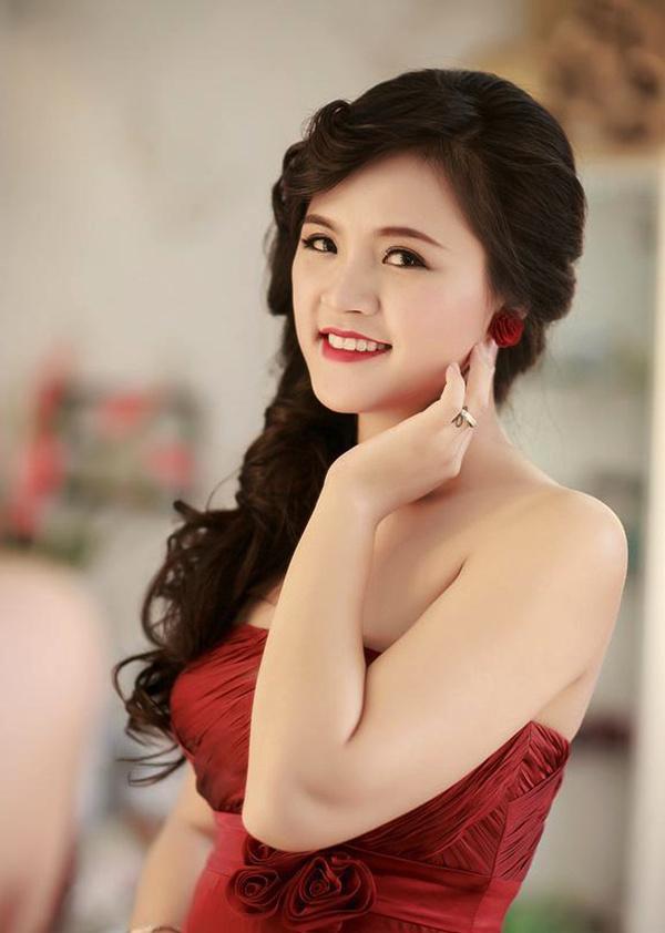 Thu Quỳnhsinh năm 1988 ở Hà Nội, là diễn viên Nhà hát Tuổi trẻ. Cô từng tham gia nhiều phim truyền hình như