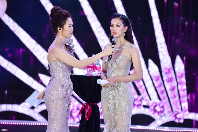 Ở đêm thi quyết định hôm 16/9, ngay khi Trần Tiểu Vy được công bố vào top 5 Người đẹp Nhân ái, nhiều khán giả đã quả quyết chắc chắn cô sẽ đoạt giải cao. 10X cũng thể hiện tốt, chỉn chu qua từng phần thi áo dài, bikini, trang phục dạ hội.
