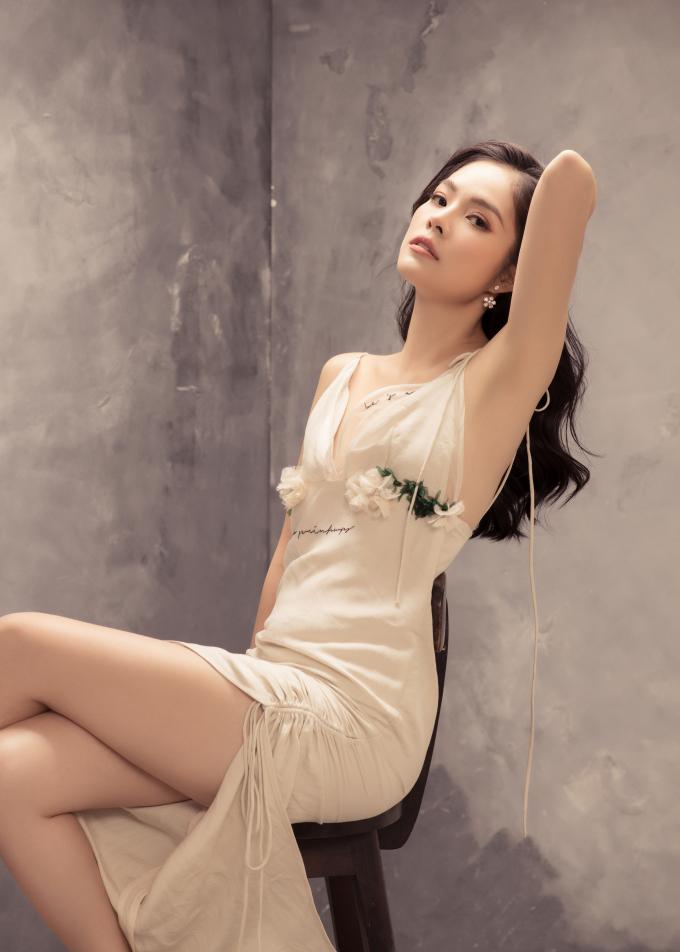 Nữ người mẫu hướng tới hình ảnh thanh lịch, gợi cảm và chuyên nghiệp. Thời gian tới, cô sẽ vẫn tiếp tục theo đuổi con đường diễn xuất và làm MC.