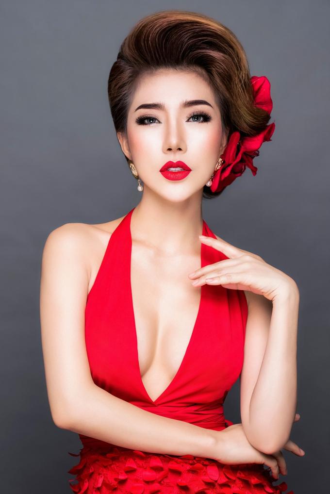 Hoa Hậu Hoàng Y Nhung: 'Những cô gái thông minh không làm tiền trên thân xác'