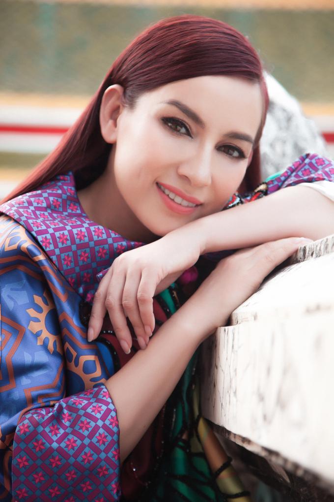 Ca sĩ Phi Nhung khoe vẻ đẹp không tuổi tặng fan sau khi ra MV
