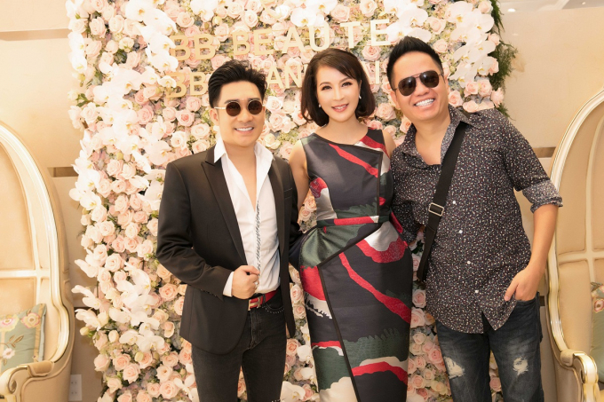 Danh hài Việt Hương, vợ chồng nhạc sĩ Đức Huy đến chúc mừng MC Thanh Mai
