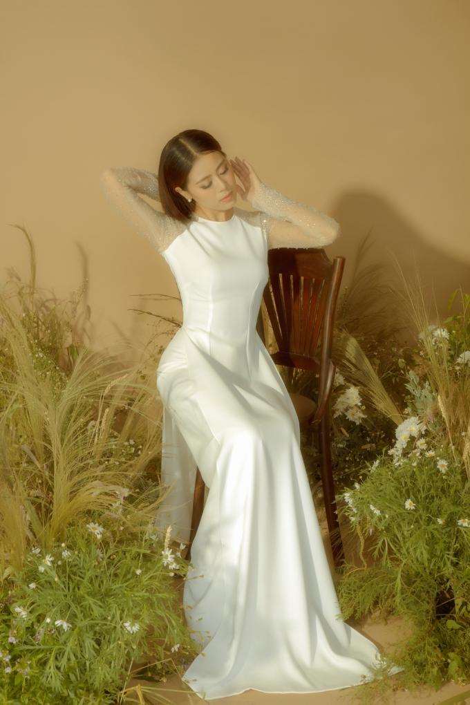 'Kiều nữ làng hài' Nam Thư nền nã trong tà áo dài