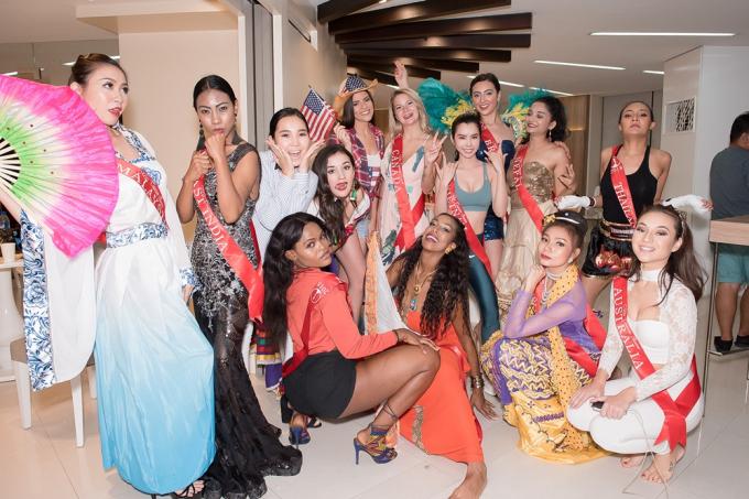 Huỳnh Vy diện váy dạ hội rực rỡ, khuynh đảo sàn diễn Hoa hậu Du lịch Thế giới 2018