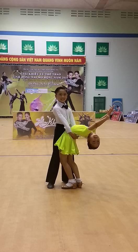 """Sao Nối Ngôi Nhí 10 tuổi kể chuyện cùng mẹ """"đấu tranh"""" với cha để được đi nhảy"""