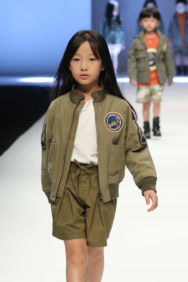 Anh Thư tự tin trình diễn tại Shanghai Fashion Week.
