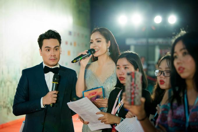 Dương Cẩm Lynh chia sẻ nhờ có sự kết hợp ăn ý và hỗ trợ của MC Thái Dũng mà cô hoàn thành nhiệm vụ của mình , không để ra sơ sót.