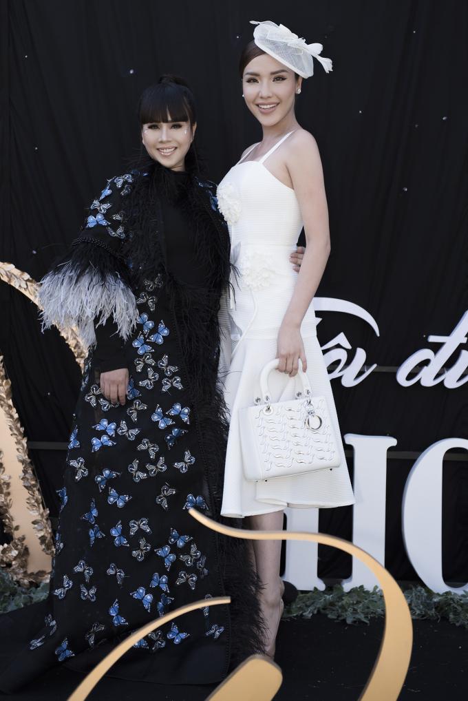 Á hậu biển Khánh Phương cũng là gương mặt gây chú ý khi tham gia AMI Fashion show 2018 mùa 2. Người đẹp hào hứng trước buổi biểu diễn và không quên dành những lời chúc tốt đẹp cho NTK Hằng Nguyễn.