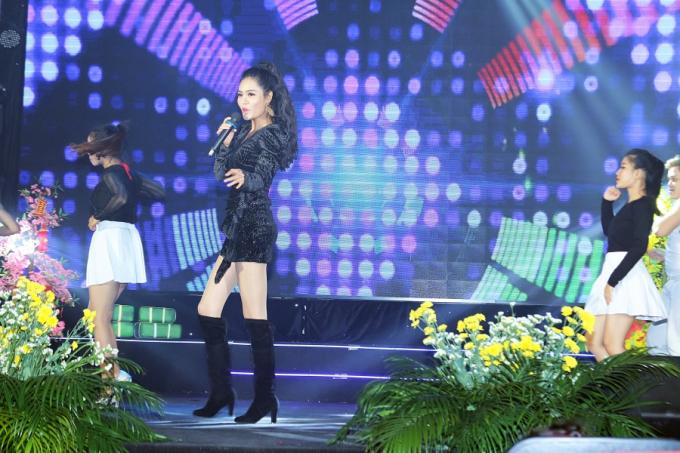 Tâm sự ngắn sau phần trình diễn thành công, hoa hậu Dy Khả Hân cho biết: