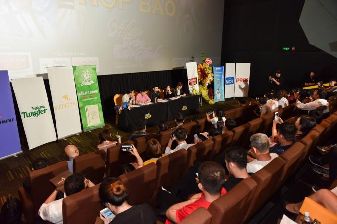 Buổi họp báo ra mắt MV Mưa trên cuộc tình.