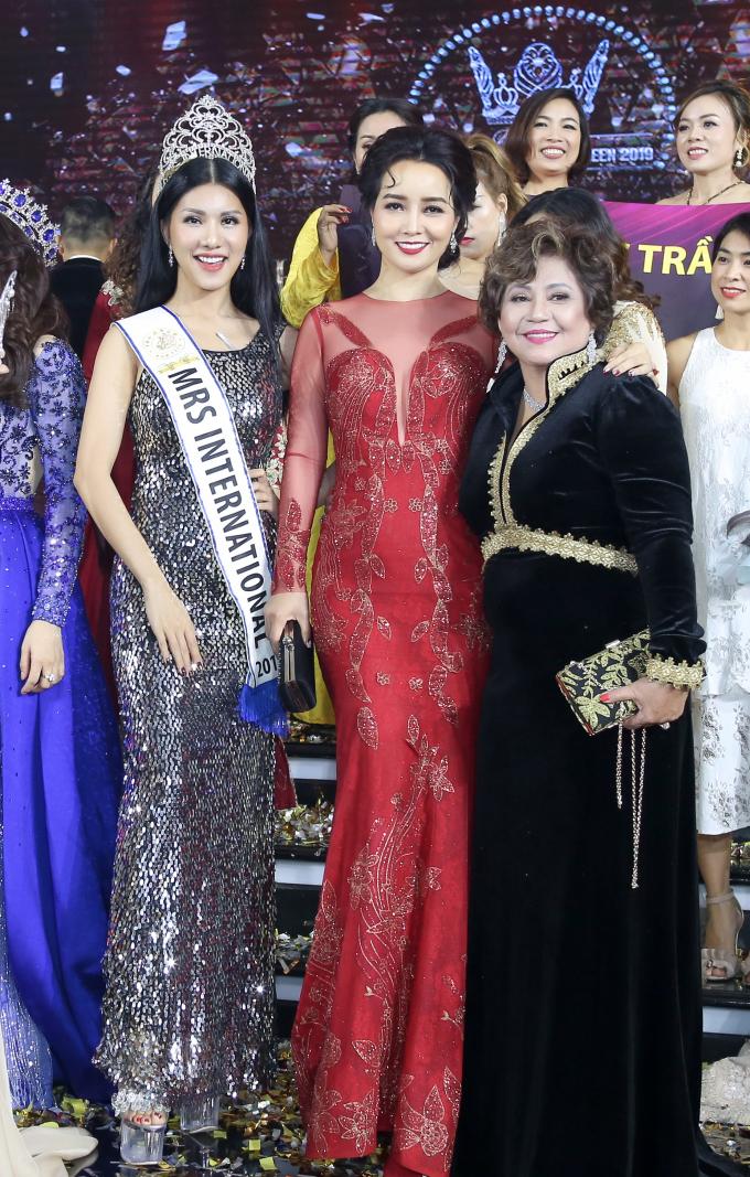 Diễn viên Mai Thu Huyền cùng nhiều người đẹp tham gia.