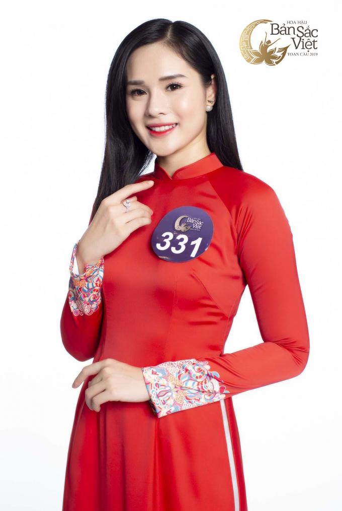 Với chiều cao nổi bật 1m73 cùng số đo ba vòng 83-62-90, Huyền Trang (SBD: 331) nhanh chóng chinh phục Ban Giám khảo bởi sắc vóc xinh đẹp.