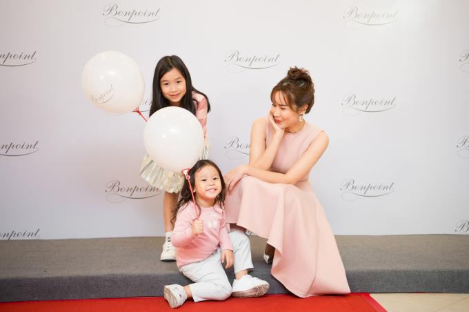 3 mẹ con Lưu Hương Giang hóa nàng thơ nước Pháp tại sự kiện thời trang