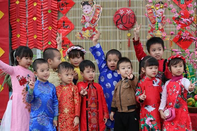 Một số hình ảnh các bé tham gia Hội chợ Tết.