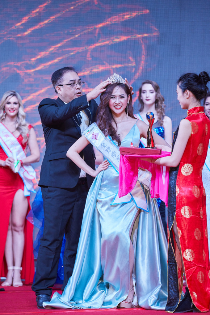 Cô giành danh hiệu Á hậu 2.