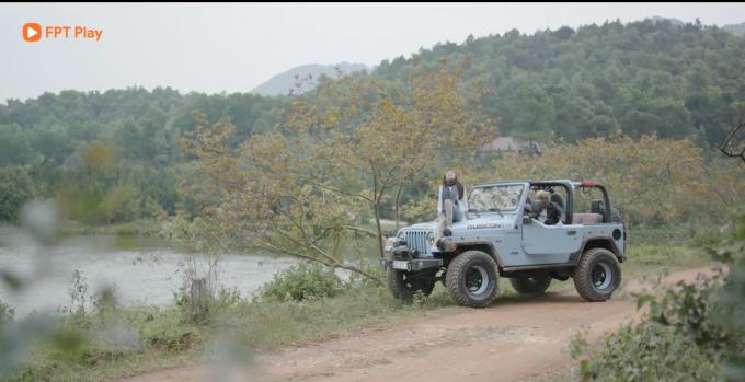 Cảnh hẹn hò trên xe Jeep của Hồng Anh Kichi và Minh Tít.