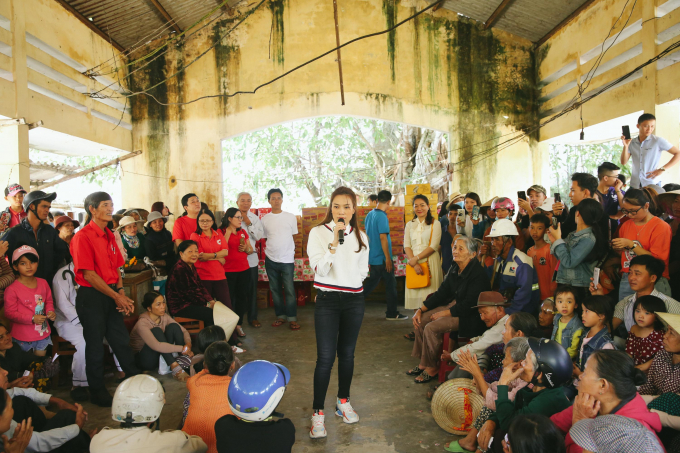 Mỹ Tâm tiếp tục thực hiện chuyến từ thiện kết hợp cinetour ngay tại quê nhà