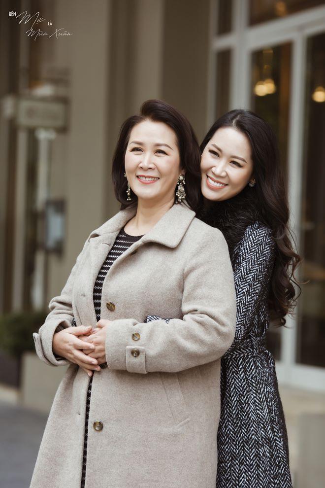 """HH Dương Thuỳ Linh: """"Có mẹ ở bên là thấy mùa xuân"""""""