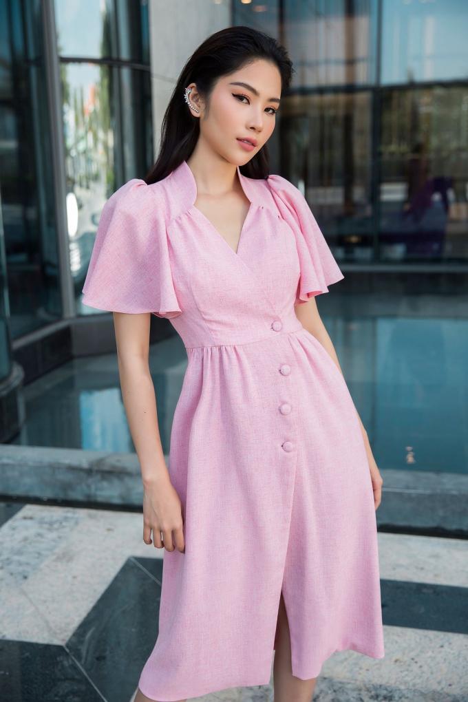 Những bộ váy được cô nàng diện trong bộ ảnh lần này đều là những mẩu thiết kế mới ra mắt,
